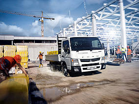 "Fuso Canter ""Light Truck of the Year 2015"""