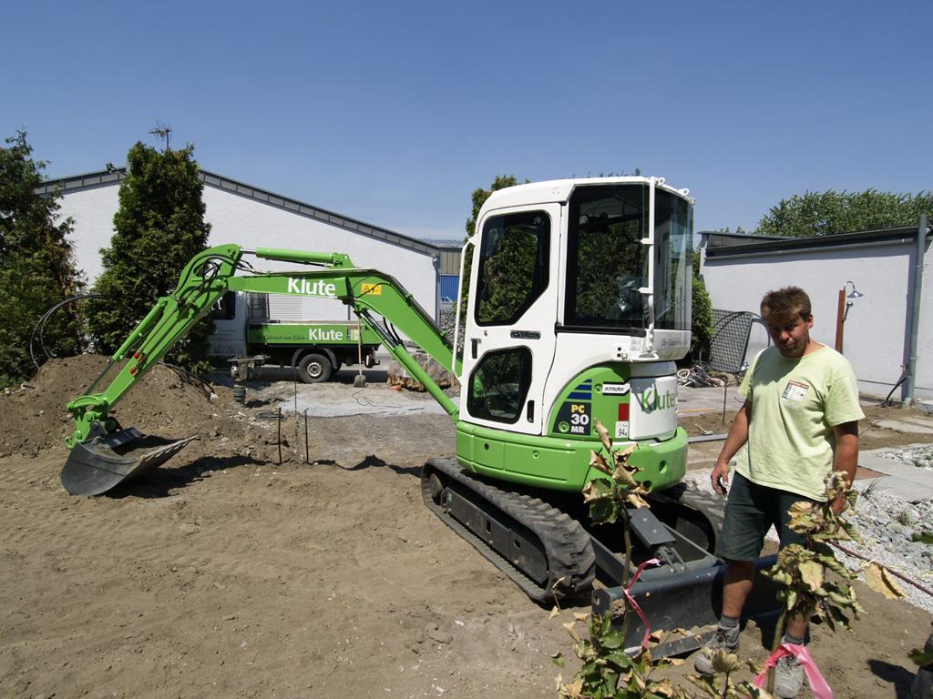 klute garten- und landschaftsbau und der komatsu pc30 erfüllen, Gartenarbeit ideen