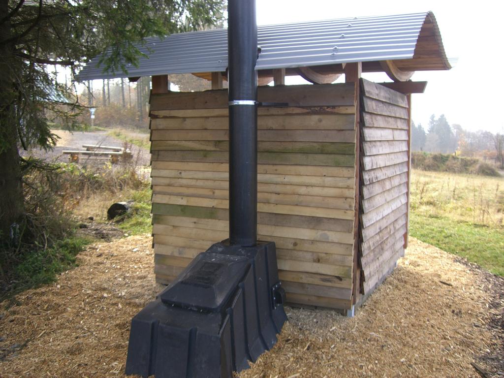 hering entwickelt v llig autark funktionierende wc anlage. Black Bedroom Furniture Sets. Home Design Ideas
