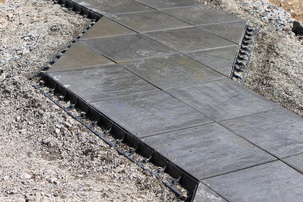 snapedge terrassenplatten gegen seitliches abwandern sichern bauhof. Black Bedroom Furniture Sets. Home Design Ideas